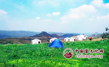 """清凉的""""崮上草原"""",""""崮上草原""""作为岱崮地貌独具特色的旅游景点,游客"""